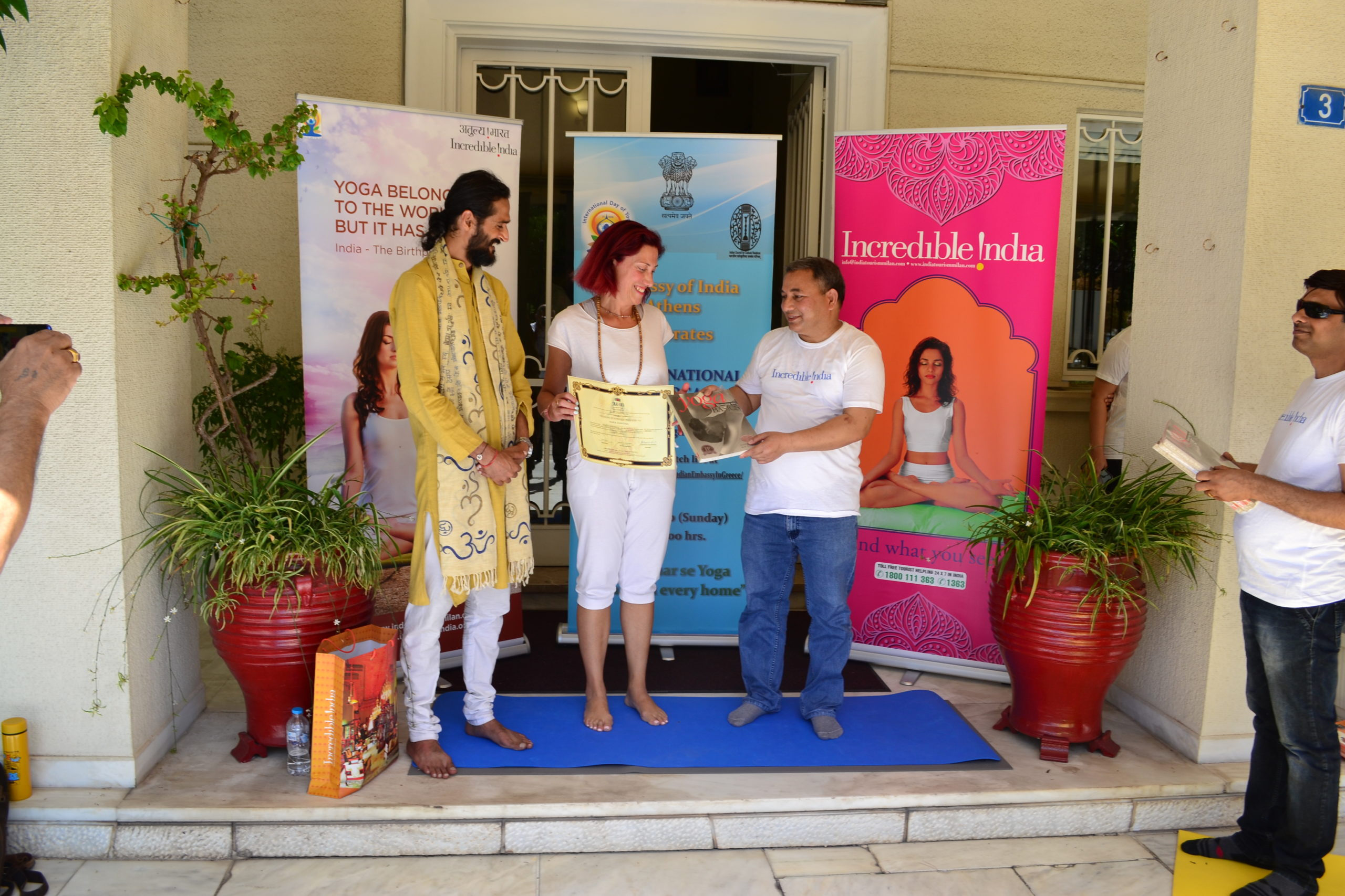 teacher trianing ceritifcate awarded by ambassador if india to greece to sivaom students